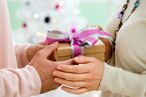 Cách chọn quà tặng 8/3 cho mẹ chồng khiến mẹ hài lòng