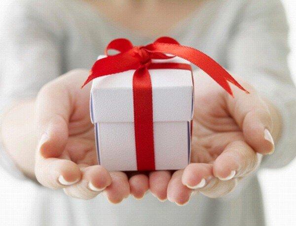Cách chọn quà tặng 8/3 cho mẹ chồng tương lai