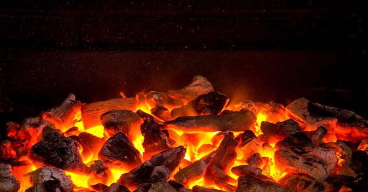 """Cách đốt than hoa """"dễ như ăn kẹo"""" cho bữa tiệc nướng BBQ thêm hứng khởi"""