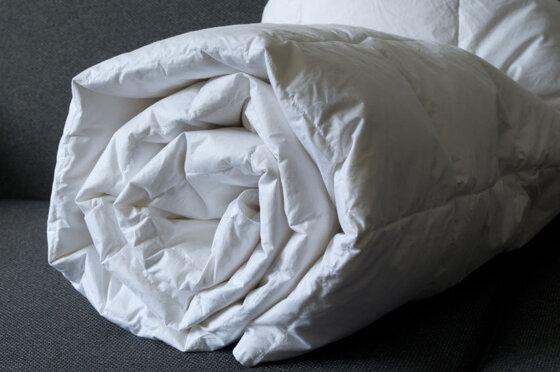 Cách giặt chăn bông bằng máy giặt không bám cặn bẩn bột giặt
