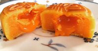 Cách làm bánh nướng nhân trứng chảy handmade ngon nhức nhối cho Trung Thu 2019
