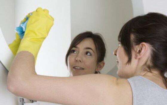 Cách làm sạch gương bị ố vàng, bị cũ trong nhà tắm