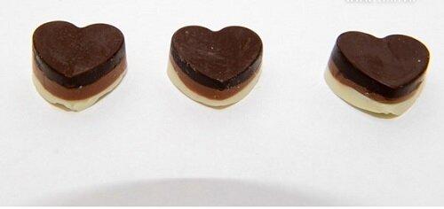"""Cách làm socola trái tim 3 màu đơn giản tặng """"người ấy"""" dịp Valentine"""
