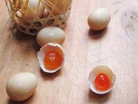 Cách làm trứng muối nhân bánh trung thu ngon miễn chê