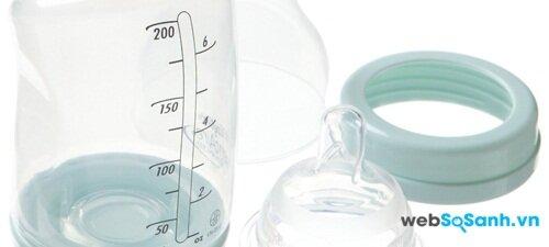 Cách lựa chọn bình sữa cho các bé bú mẹ
