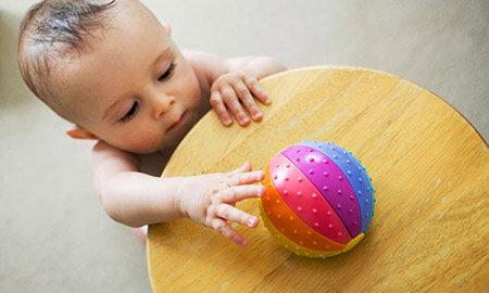 Cách lựa chọn đồ chơi cho trẻ từ 6 - 9 tháng tuổi