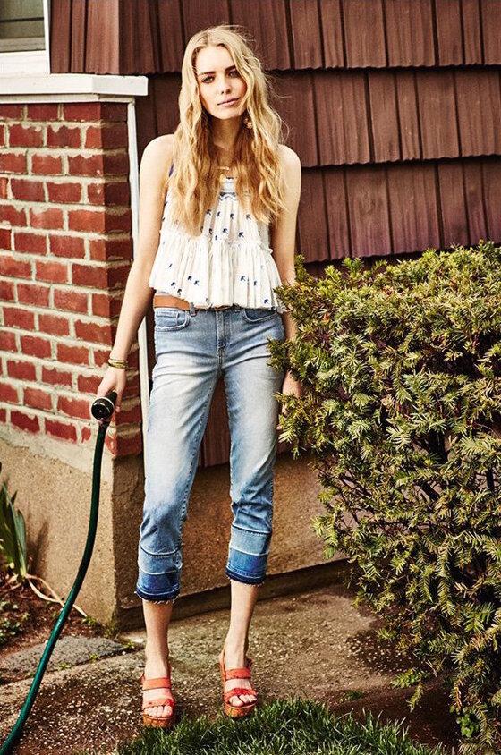 Cách mix đồ với chiếc quần jeans xé gấu – item HOT nhất hiện nay