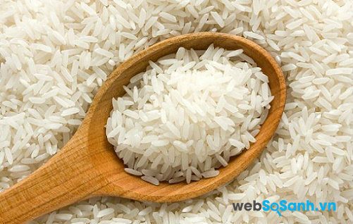 Cách nhận biết gạo giả khi đi mua gạo