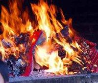 Cách sắp lễ và cúng hóa vàng tiễn ông bà tổ tiên dịp Tết
