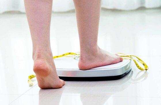 Cách sử dụng cân sức khỏe điện tử: Thay pin, Chọn đơn vị đo, Đứng cân