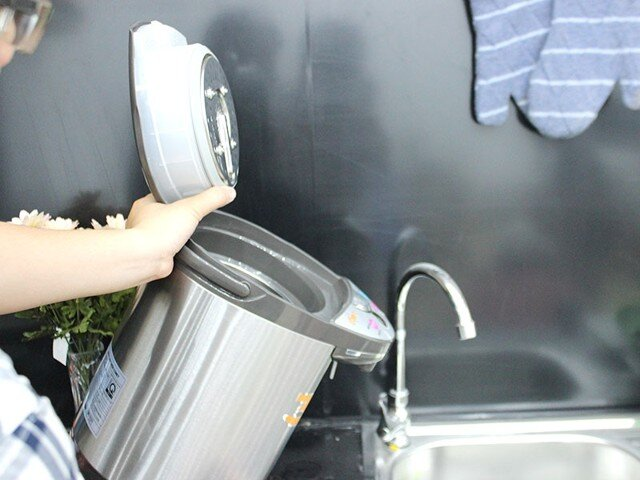 Cách vệ sinh ấm siêu tốc, bình thủy điện giúp bảo vệ sức khỏe và tiết kiệm điện