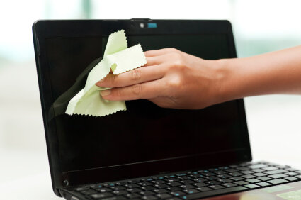 Cách vệ sinh màn hình laptop đơn giản