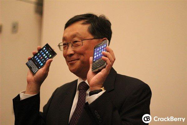 Cận cảnh BlackBerry Passport và Classic với phím bấm QWERTY 'huyền thoại'