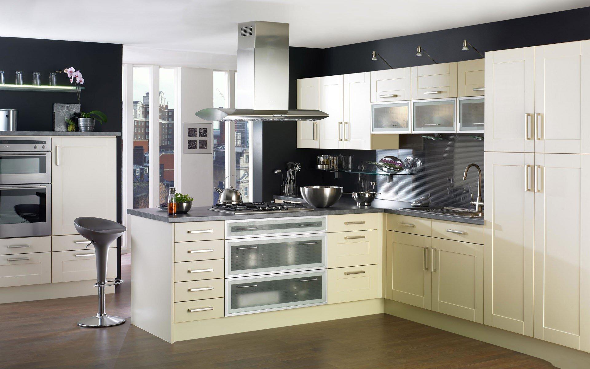 Máy hút mùi là một trong những thiết bị bếp không thể thiếu trong mọi gian bếp hiện đại