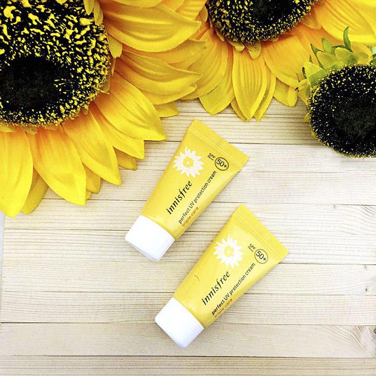 Kem chống nắng vật lýInnisfree Perfect UV Protection Cream Long lasting với tinh chất từ cây hoa hướng dương, giúp tái tạo và làm sáng da khi sử dụng, cùng với đó là hiệu quả chống nắng cực kỳ cao