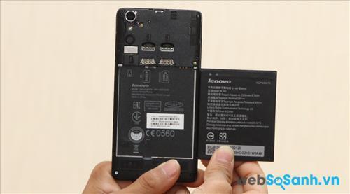 Nắp lưng của điện thoại Lenovo A6000 có thể tháo dời để bạn truy cập vào khe cắm sim và thẻ nhớ