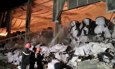 Cháy lớn tại nhà máy giấy ở khu công nghiệp Phong Khê
