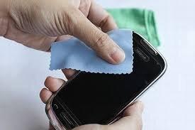Chia sẻ cách vệ sinh màn hình smatphone đơn giản và hiệu quả