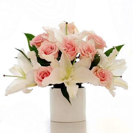 Chọn bình hoa nào để cắm hoa là đẹp nhất?