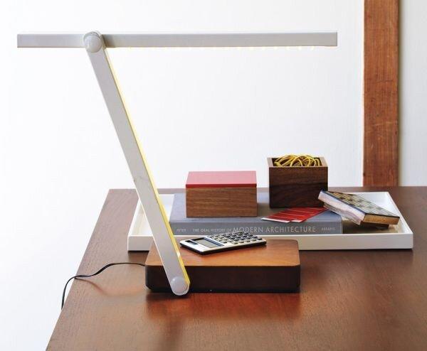 Chọn đèn bàn đẹp và phù hợp cho bàn làm việc