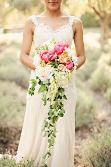 Chọn hoa cưới nào cho cô dâu 2015?