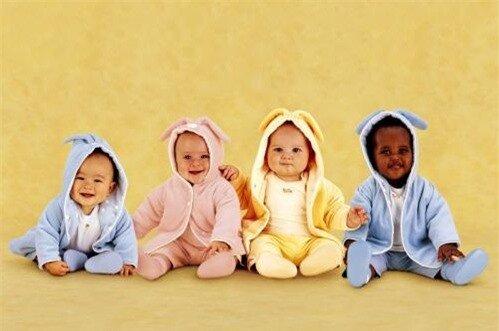Chọn mua quần áo cho trẻ sơ sinh