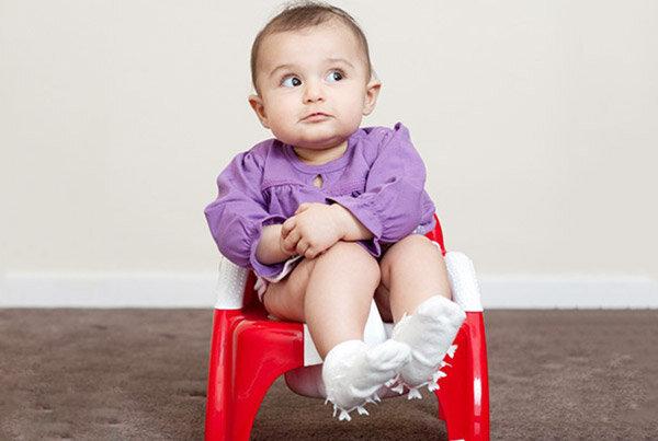 Chọn sữa bột nào cho bé bị táo bón?