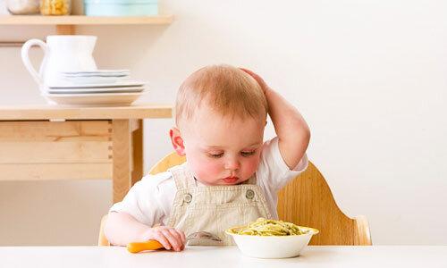 Chọn sữa bột nào cho bé biếng ăn chậm lên cân?
