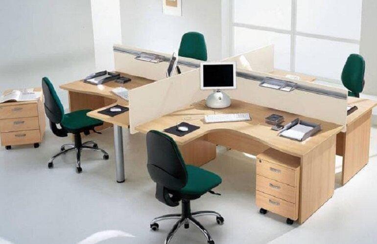 Bàn làm việc dành cho nhân viên thiết kế dạng module có vách ngăn