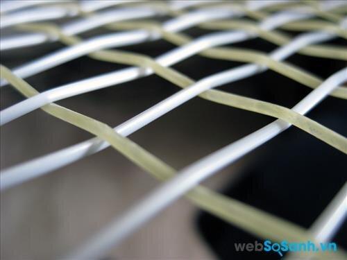 Dây vợt tennis thường được làm từ sợi nilon