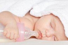 Có nên cho bé bú sữa công thức ban đêm để ngủ ngon hơn?