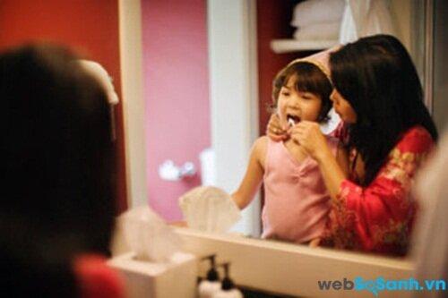 Có nên cho trẻ sử dụng chỉ nha khoa và nước súc miệng ?