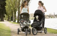 Có nên mua xe đẩy cho bé hay không và nên mua từ khi nào?