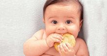Có nên sử dụng bánh ăn dặm cho bé 8 tháng tuổi hay không?