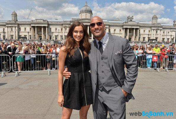 """Có sai không khi Irina Shayk chia tay Cris Ronaldo vì """"The Rock"""" Dwayne Johnson?"""