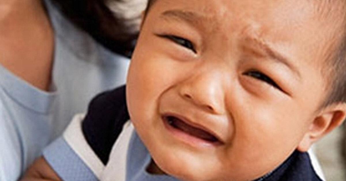 Con 18 tháng quấy khóc vì sao ?