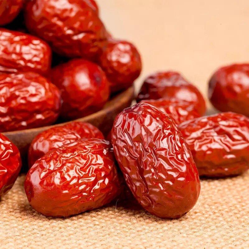 Táo đỏ khô có nhiều tác dụng tốt với cơ thể, được dùng như một vị thuốc trong đông y