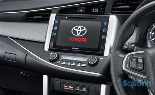 Bảng điều khiển hiện đại trên Toyota Innova 2016