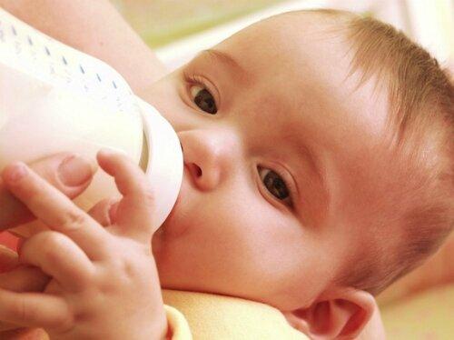 Đánh giá 5 loại bình sữa an toàn tốt nhất cho bé hiện nay