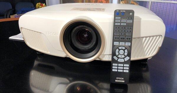 Đánh giá Epson 5050UB: Hình ảnh tốt, lắp đặt linh hoạt nhưng sẽ hơi kén phòng!