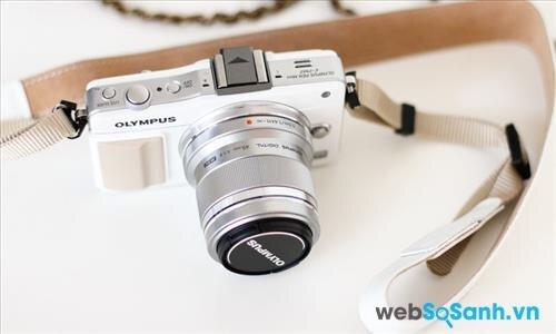 Đánh giá máy ảnh Olympus E-PM2 – chiếc máy ảnh nhỏ gọn, mạnh mẽ nhưng giá cực rẻ