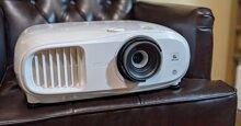 Đánh giá máy chiếu gia đình Epson Home Cinema 3200: Hình ảnh đẹp, độ trễ thấp!
