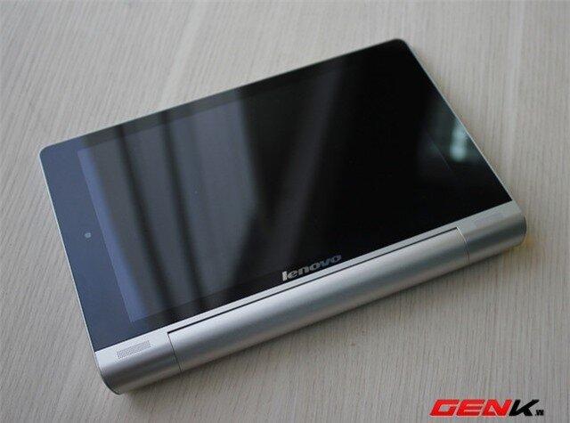 """Đánh giá máy tính bảng Lenovo Yoga Tablet 8: Thiết kế lạ và pin """"trâu"""""""