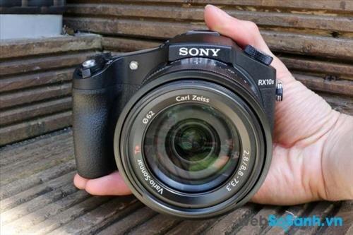 """Đánh giá nhanh máy ảnh Sony RX10 II – đối thủ """"đáng gờm"""" của dòng máy ảnh ống kính hoán đổi"""