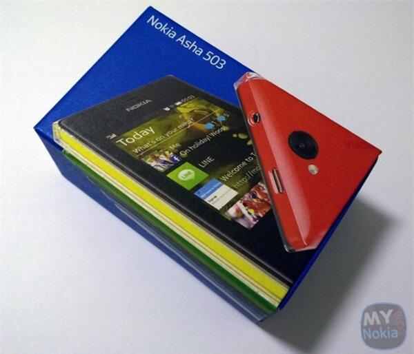 Đập hộp Nokia Asha 503 vỏ ngoài trong suốt