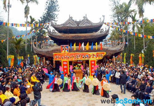 Đến với 12 đền chùa linh thiêng nhất Việt Nam dịp Tết Nguyên đán
