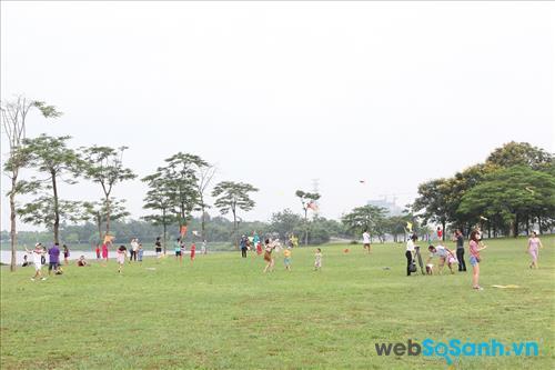 Công viên Yên Sở - địa điểm lý tưởng để tổ chức các hoạt động, sự kiện ngoài trời với số lượng có thể tổ tham gia lên tới hàng trăm người.