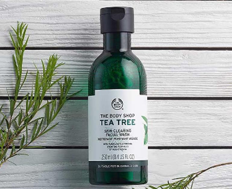 Sữa rửa mặt the body shop trà xanh Tea Tree Skin Clearing Facial Wash