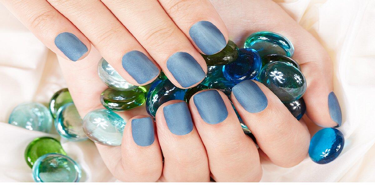 Điểm nhanh 5 màu sơn móng tay đẹp giúp bạn nổi bật trong đêm Giáng Sinh.