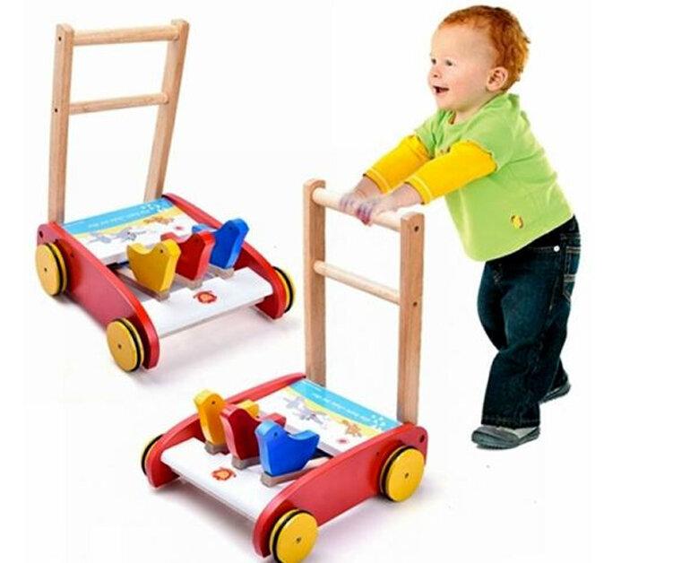 Xe tập đi là đồ chơi cho bé 9 tháng-1 tuổi
